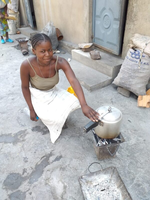 CEML Hosptial - helping Angolan women to learn to cook